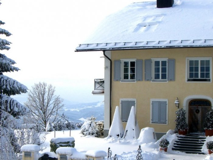 Real Estate in 5020  Salzburg : FRONT ROW IN THE SALZKAMMERGUT: Luxurious country villa in a breathtaking panoramic location! - Picture 1