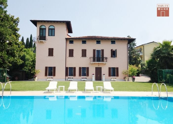 Immobilie in 25019  Sirmione am Gardasee : STILVOLL IN ERSTER SEELINIE: Mediterrane Villa direkt in Sirmione am Gardasee - Bild 1