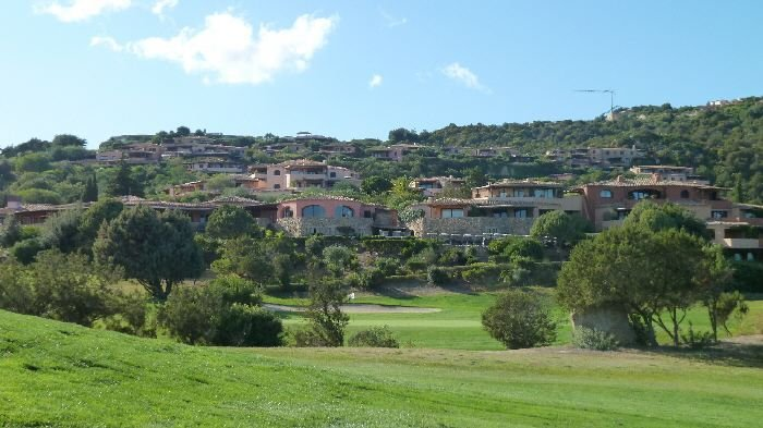 Real Estate in 07021  Porto Cervo : SARDINIEN-PORTO CERVO: Lifestyle apartment with stunning views of the golf course - Picture 1