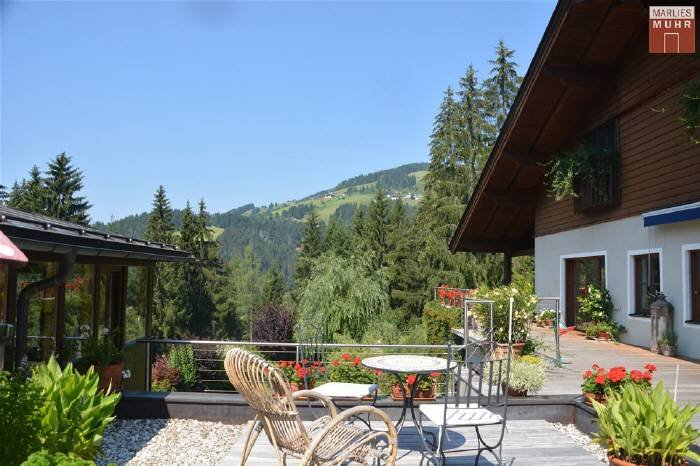 Real Estate in 5602  Wagrain : Sunny location in Wagrain: Family home in panoramic position! - Picture 1