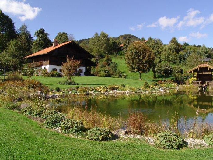 Immobilie in 4894 Oberhofen am Irrsee : RARITÄT DIREKT AM GRÜNLAND: Idyllisches Landhaus mit eigenem Badeteich nahe dem Irrsee! - Bild 1