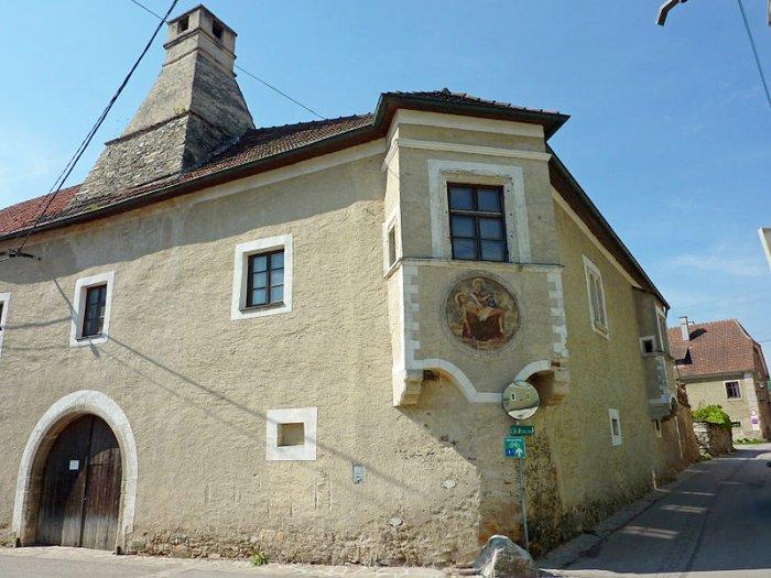 Real Estate in 3610  Weißenkirchen/ Wachau : Historic building of a rare value - Picture 1