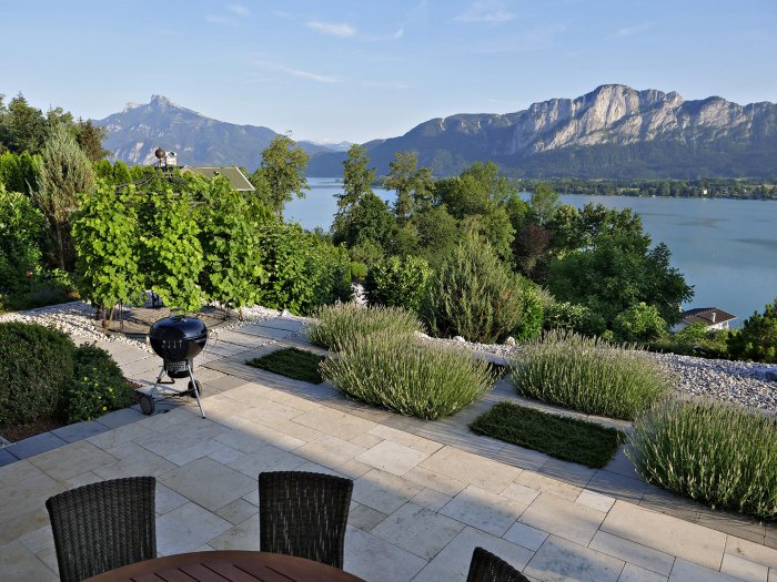 Real Estate in 5310 Mondsee : RELAXED LUXURY BY MONDSEE LAKE: excellently located lake-view villa offers holiday flair all year round! - Picture 1