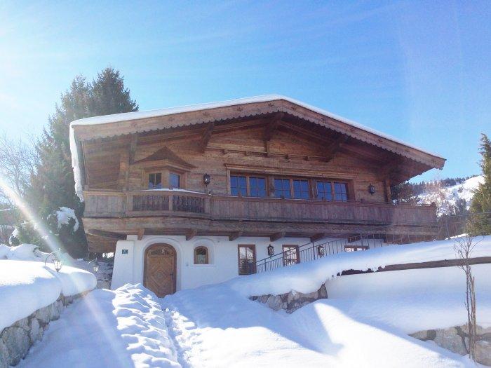 Real Estate in 6352 Ellmau bei Kitzbühel : ELLMAU AT KITZBÜHEL: Holiday villa with stunning panoramic views near ski slopes - Picture 1