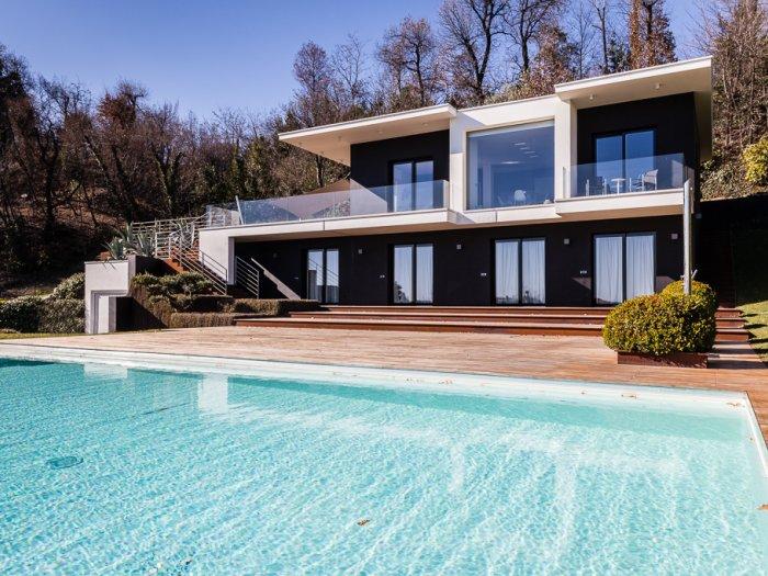 Immobilie in 25080  Padenghe Sul Garda : GARDASEE-NÄHE ARZAGA GOLF CLUB: Moderne Villa mit See- und Panoramablick in absoluter Ruhelage - Bild 1