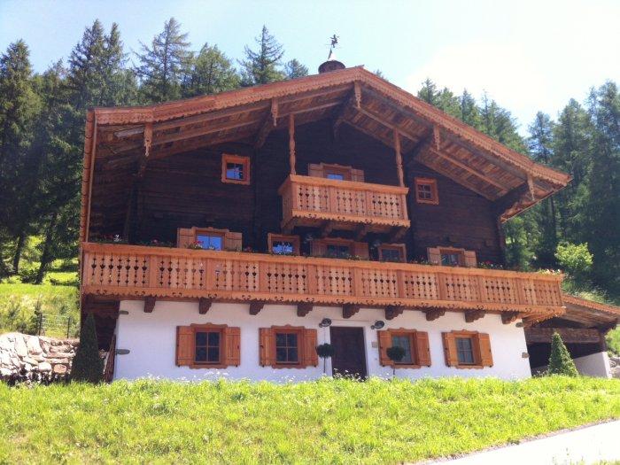 Real Estate in 9844 Heiligenblut : GROSSGLOCKNER - HEILIGENBLUT: Revitalized farmhouse meets modern design - Picture 1