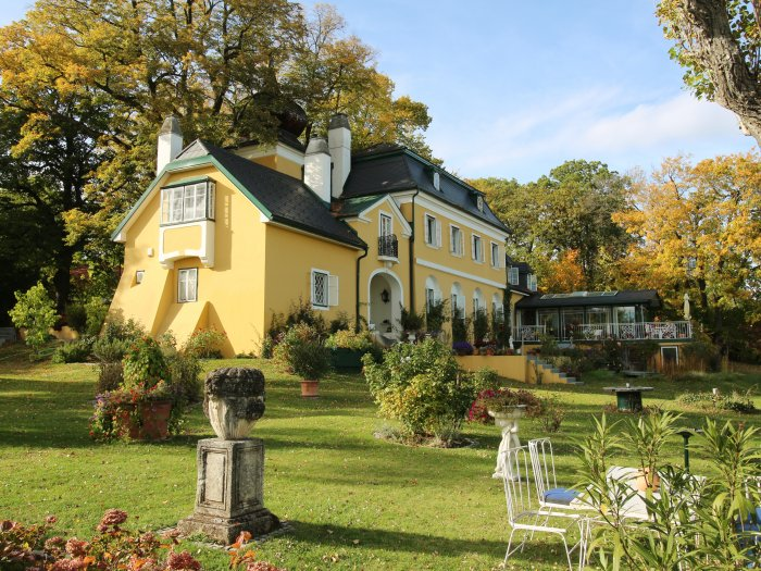 Real Estate in 2372 Gießhübl : 25 MIN. TO THE SOUTH OF VIENNA - GIESSHÜBL: Romantic style property on 6,887 sqm park land! - Picture 1