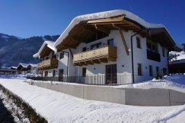 Immobilie in 6370 Kitzbühel : Kitzbühel: Exklusives Doppelhaus-Chalet zum Erstbezug in Zentrumsnähe der Gamsstadt
