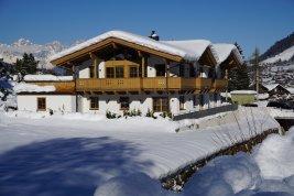 Immobilie in 6370 Kitzbühel : Kitzbühel: Hochwertiges Doppelhaus-Chalet zum Erstbezug mit Lift und Garage in der Nähe vom Stadtzentrum