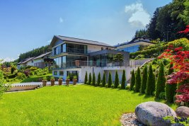 Real Estate in 5163  Mattsee : FANTASTIC LOCATION ON THE MATTSEE LAKE: Trendy panoramic villa with lift and stunning lake views