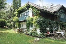 Real Estate in 4801 Traunkirchen : TRAUNKIRCHEN AM TRAUNSEE - idyllisches Landhaus im  Bohemian-Wohn-Style mit Pool und eigenem Gästehaus!