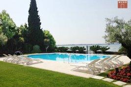 Immobilie in 25019  Sirmione am Gardasee: STILVOLL IN ERSTER SEELINIE: Mediterrane Villa direkt in Sirmione am Gardasee - Bild