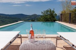 Real Estate in 52424  Motovun : ISTRIA: First occupancy villa with pool in a picturesque and secluded location