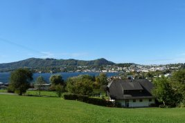Real Estate in 4810 Gmunden: RARITY in Gmunden on LAKE TRAUNSEE! Spring fever on a sunny slope - here, the view caresses your soul! - Picture