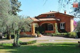 Real Estate in 25083  Gardone Riviera: GARDONE RIVIERA: Sunny property in the sought-after villa district - Picture
