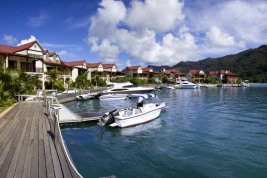 Real Estate in   : EDEN PRIVATE ISLAND SEYCHELLES: Townhouse with wide-ranging views for best possible living comfort.
