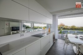 Real Estate in 25080  Padenghe sul Garda: A luxury apartment for purists with a private beach terrace in a picturesque location. - Picture