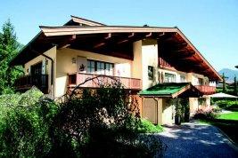Immobilie in 6370  Kitzbühel : KITZBÜHEL: Majestätische Villa mit luxuriöser Ausstattung, Lift, Gästebereich und Tiefgaragen