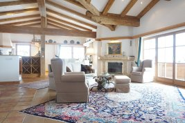 Real Estate in 6370 Kitzbühel: Reith in Kitzbühel: Spacious Tyrolean country house with Kaiser view - Picture