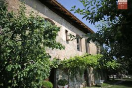 Real Estate in 39057  Eppan/Berg: EPPAN: Fabulous property with tradition and panoramic views of vineyards. - Picture