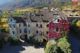 Real Estate in 39057  Eppan/Berg : EPPAN: Fabulous property with tradition and panoramic views of vineyards.