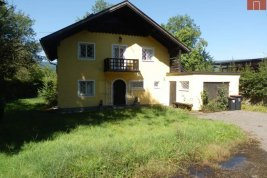 Real Estate in 4853  Steinbach am Attersee: PARADISE ON ATTERSEE: Lakeside property with old stock and private driveway - Picture