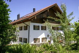 Real Estate in 83457 Bayrisch Gmain : BERCHTESGADENER COUNTRY RESIDENCE: Exclusive country estate with large park near the festival city of Salzburg