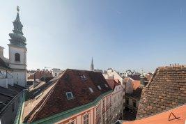 Immobilie in 1010 Wien: WIEN 1. BEZIRK - STADTLEBEN DELUXE MIT AUSBLICK: Atmosphärische Dachterrassenwohnung - Bild