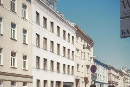 Real Estate in 1180 Wien : Secure under the roof - old-building apartment with a special flair!