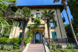 Real Estate in 37010  Torri del Benaco : PICTURESQUE VILLA SURROUNDED BY CYPRESSES, PALMS AND ORANGERIES