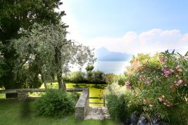 Real Estate in 37010  Torri del Benaco: PICTURESQUE VILLA SURROUNDED BY CYPRESSES, PALMS AND ORANGERIES - Picture