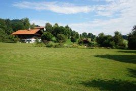 Immobilie in 4894 Oberhofen am Irrsee: RARITÄT DIREKT AM GRÜNLAND: Idyllisches Landhaus mit eigenem Badeteich nahe dem Irrsee! - Bild