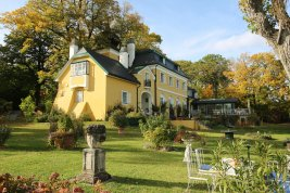 Real Estate in 2372 Gießhübl : 25 MIN. TO THE SOUTH OF VIENNA - GIESSHÜBL: Romantic style property on 6,887 sqm park land!