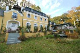 Real Estate in 2372 Gießhübl : 25 MIN. TO THE SOUTH OF VIENNA - GIESSHÜBL: Romantic style property on 6,887 sqm park land!